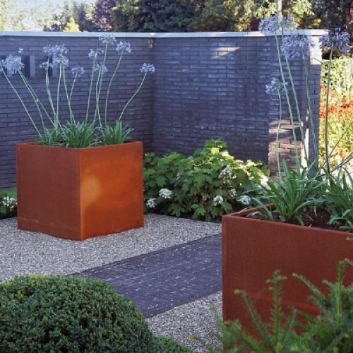 corten steel weathering cube planters passion for pots. Black Bedroom Furniture Sets. Home Design Ideas